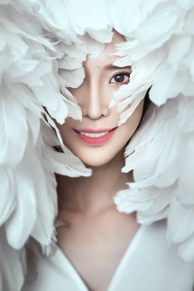白色羽毛.jpg