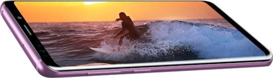 呈现出沉浸式的全视曲面屏的Galaxy S9 +特写镜头。